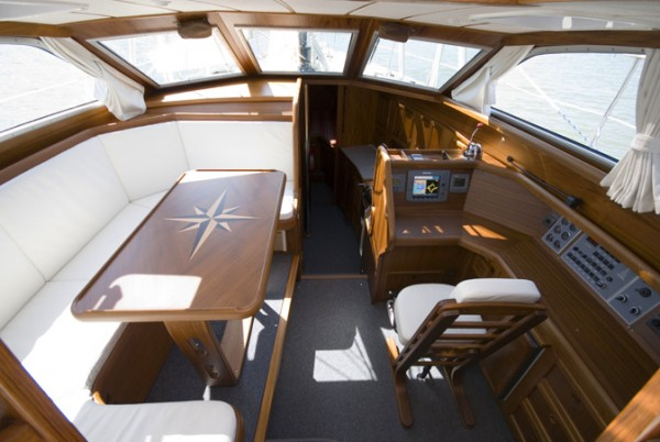 Nauticat37pilothouse2